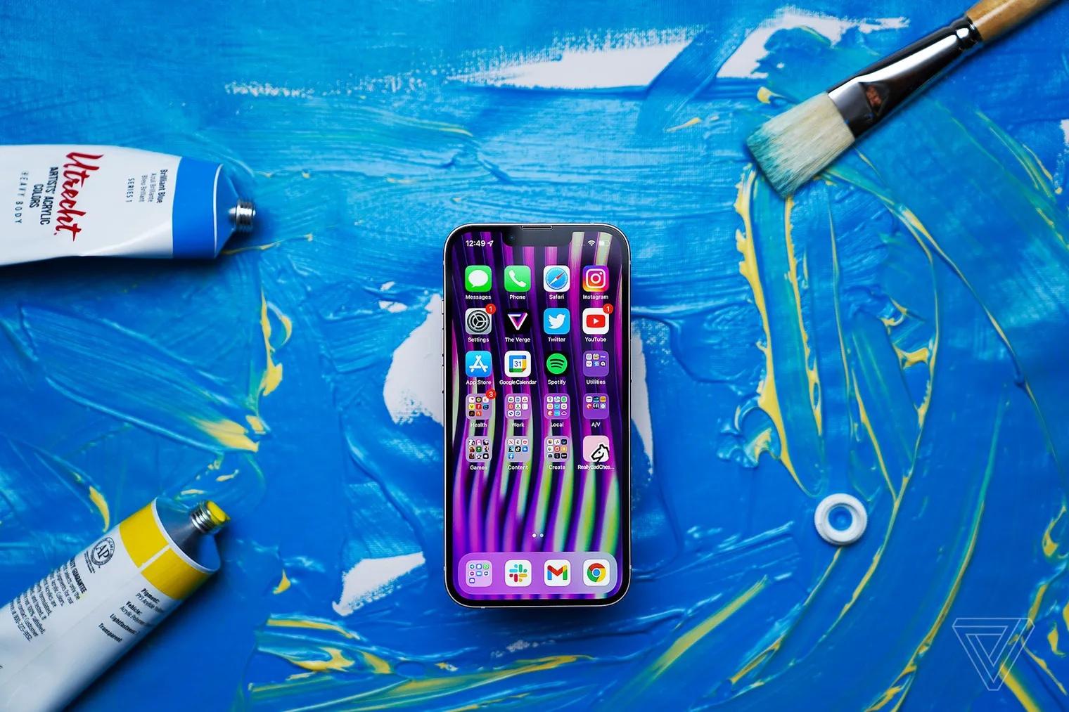 Издание Bloomberg сообщило, что Apple столкнулась с нехваткой чипов для iPhone 13